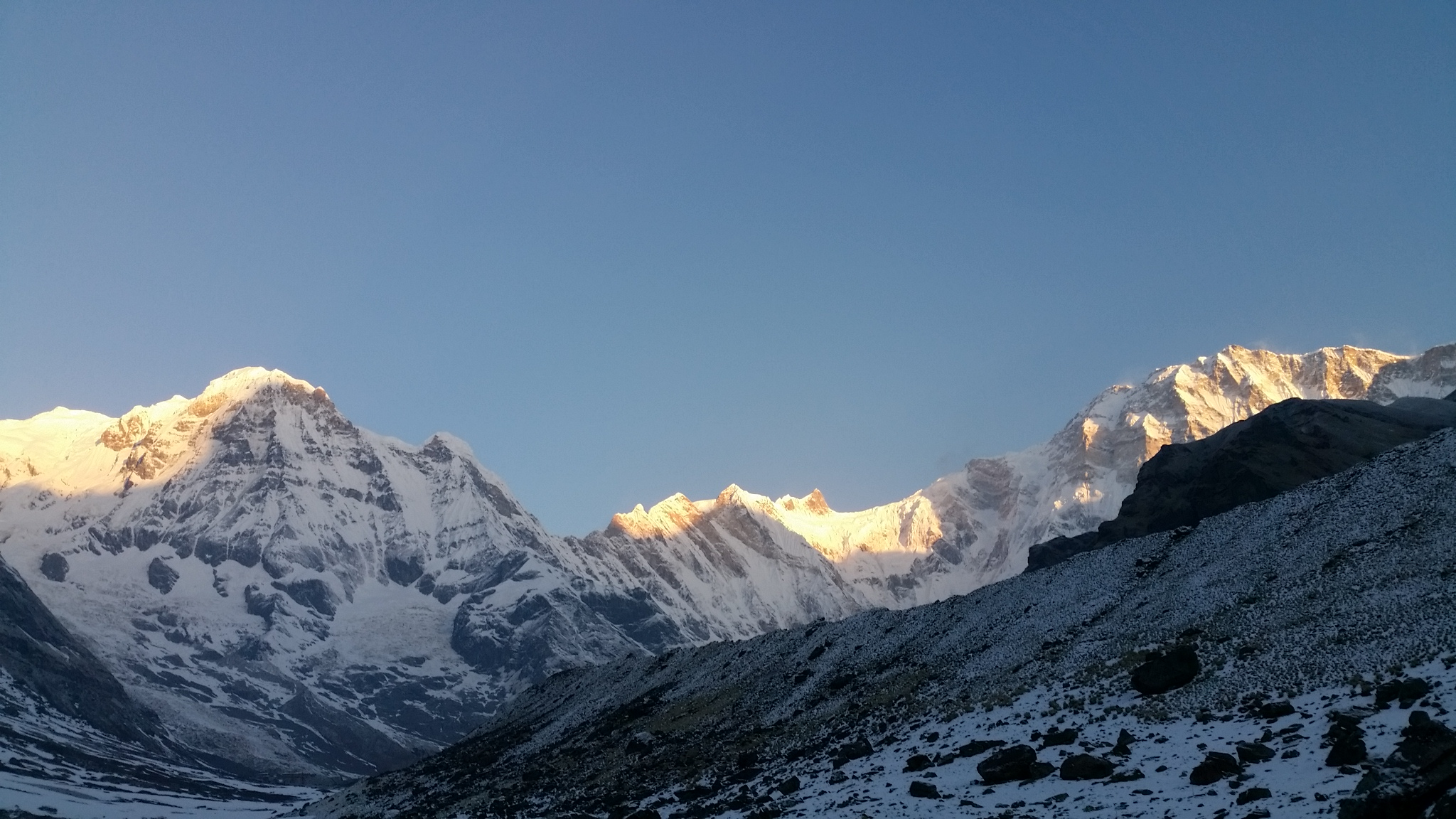 Annapurna Basecamp, golden sunrise